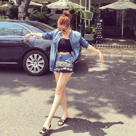 Dinh cao mac denim jacket cua cua Pham Huong, Hoang Thuy Linh la day - Anh 2