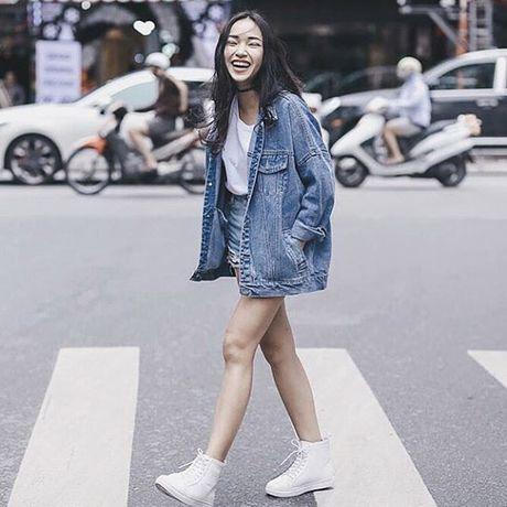 Dinh cao mac denim jacket cua cua Pham Huong, Hoang Thuy Linh la day - Anh 7