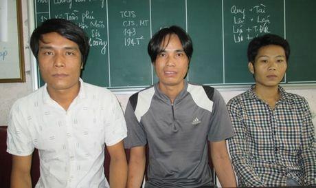 """Truy xet nhom doi tuong chan o-to """"xin deu"""" - Anh 1"""