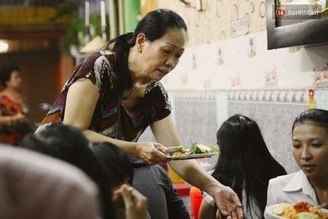 Ba chu quan an vat o TP.Ho Chi Minh tinh tien nhanh nhu... doc rap - Anh 1