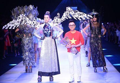 NTK Cong Tri he lo BST se trinh lang tai Vietnam International Fashion Week - Anh 2