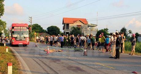 Quang Ninh: Tai nan giao thong nghiem trong, 3 nguoi thuong vong - Anh 1