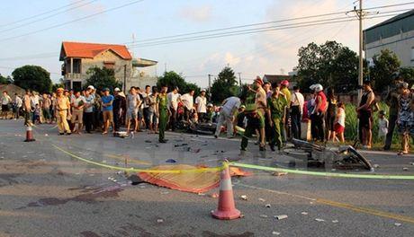 Quang Ninh: Tai nan giao thong nghiem trong, 3 nguoi thuong vong - Anh 2