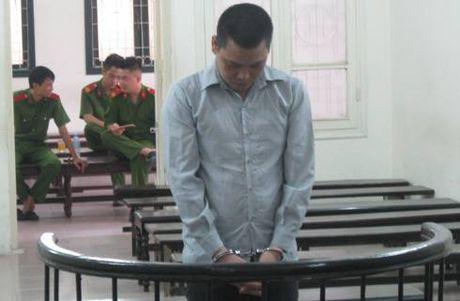 Tho xay hoi huong van chuyen hon 50 kg nga voi va sung te giac - Anh 1