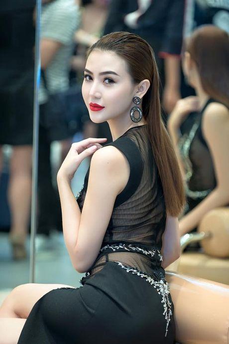 Nu hoang sac dep toan cau Ngoc Duyen tung roi cong ty co Ngoc Trinh - Anh 10