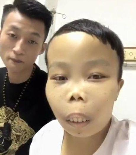 'Dai gia xau nhat the gioi' xin tien chong choi benh hiem ngheo - Anh 6