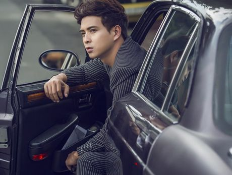 Ho Quang Hieu don tim fan voi bo anh 'soai ca', dien vest lich lam - Anh 3
