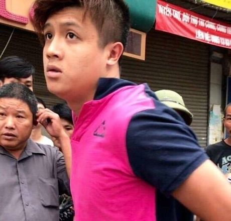 Khoi to thanh nien dam CSGT gay hai rang cua - Anh 1