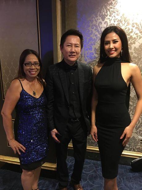 Nguyen Thi Loan toa sang tai Ban ket Hoa hau Hoa binh Quoc te - Anh 9