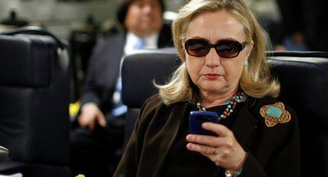 WikiLeaks tiet lo tren 3.000 tai lieu lien quan den ba Clinton - Anh 1