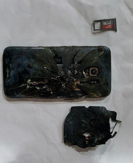 Lai them mot chiec Galaxy S7 edge phat no - Anh 2