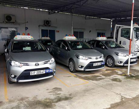 """Khoa hoc lai xe """"Vip hang B2"""" 4 thang tron goi chi 12 trieu dong - Anh 1"""