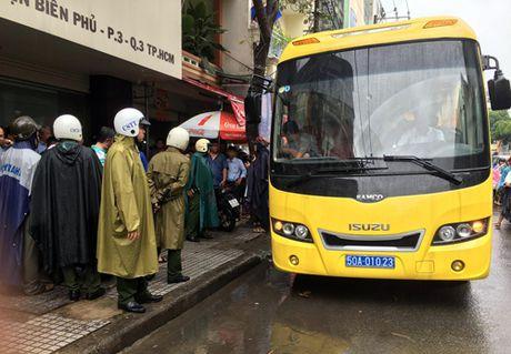Gan tram canh sat bao vay dong lac cua dan choi Sai Gon - Anh 3