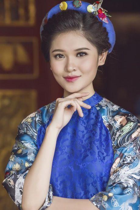 Thuy Dung khoe net dep gian di voi ao dai truyen thong - Anh 1