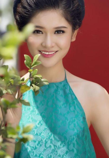 Thuy Dung khoe net dep gian di voi ao dai truyen thong - Anh 4