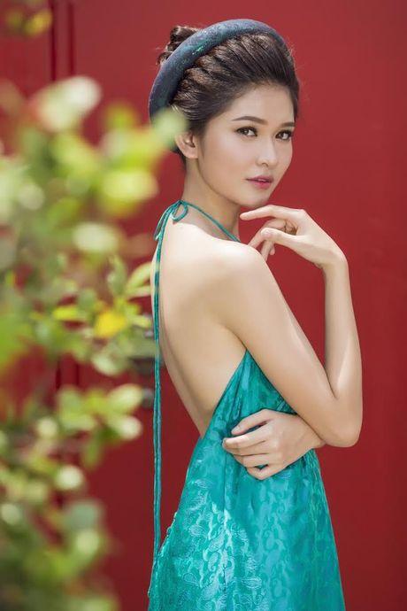 Thuy Dung khoe net dep gian di voi ao dai truyen thong - Anh 6