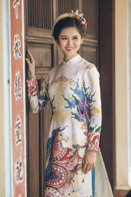 Thuy Dung khoe net dep gian di voi ao dai truyen thong - Anh 7