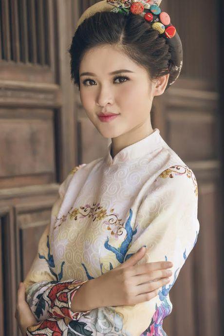 Thuy Dung khoe net dep gian di voi ao dai truyen thong - Anh 8