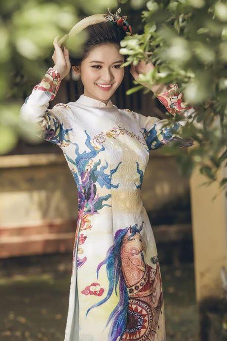 Thuy Dung khoe net dep gian di voi ao dai truyen thong - Anh 9