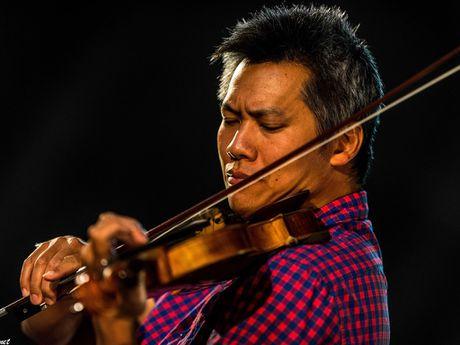 Nghe si violin Pham Vinh ve nuoc bieu dien - Anh 1