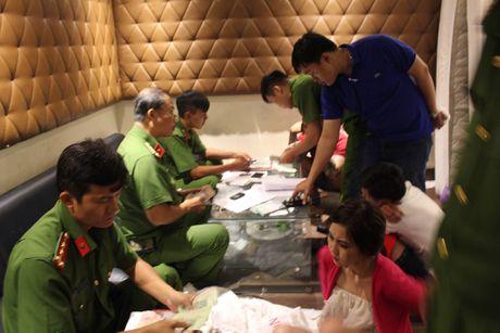 Phat hien o 'dap da, hut co' trong khach san giua trung tam Sai Gon - Anh 3