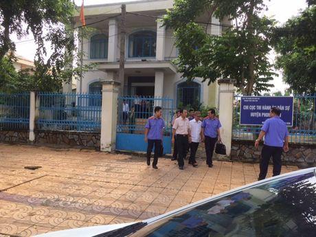 Bat tam giam nguyen Chi cuc truong Chi cuc Thi hanh an Dan su H.Phong Dien - Anh 2