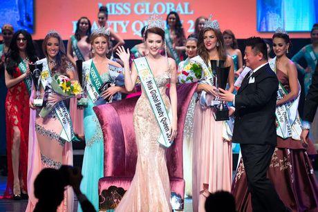 Tan Miss Golbal Beauty Queen tu hao la nguoi Vet Nam - Anh 2