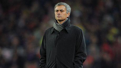 MU tham bai, Mourinho keu goi: 'Hay cu xu nhu dan ong' - Anh 2