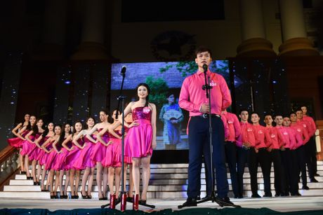 Dai hoc Phuong Dong tim ra cap sinh vien dep nhat truong - Anh 1