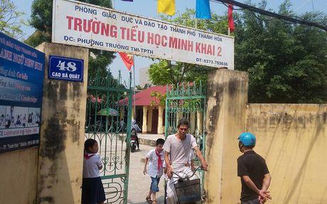 Hang chuc truong o Thanh Hoa tra lai tien cho phu huynh - Anh 1