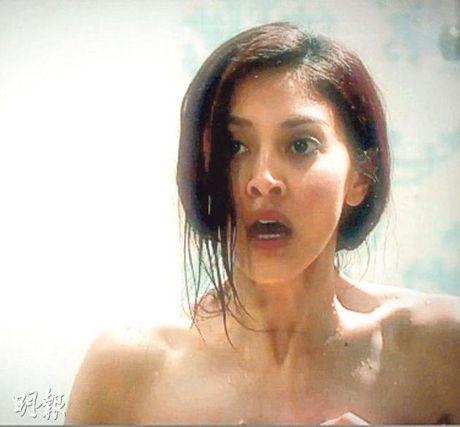 Phim co canh hoa hau bi cha nuoi cuong buc lap ky luc rating - Anh 3