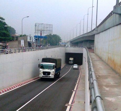 Thong xe nut giao 3 tang tren QL1 qua Dong Nai - Anh 1
