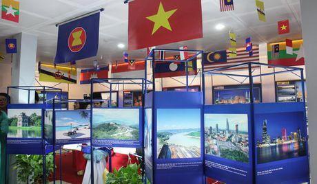 Trien lam anh va phim phong su - tai lieu ve cong dong ASEAN - Anh 1