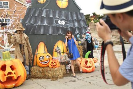 Trai nghiem le hoi Halloween dac sac tren dinh Ba Na - Anh 1
