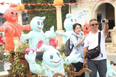 Trai nghiem le hoi Halloween dac sac tren dinh Ba Na - Anh 2