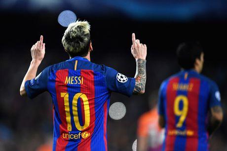 Qua bong Vang 2016: Messi bo xa Ronaldo trong cuoc khao sat cua France Football - Anh 1
