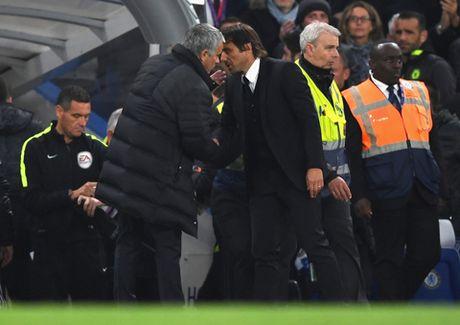 Xavi: 'Mourinho phai mua sam mot ky nua moi co the vo dich' - Anh 2
