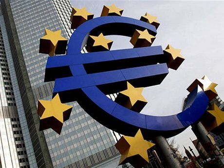 EC yeu cau bay nuoc Eurozone giai thich ve du thao ngan sach 2017 - Anh 1