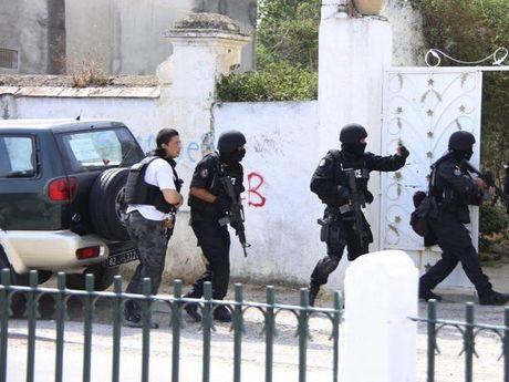 Tunisia bat giu 4 phan tu khung bo the trung thanh voi IS - Anh 1