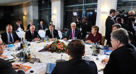 Ukraine khong xin EU ho tro, khong cao giong voi ong Putin - Anh 2