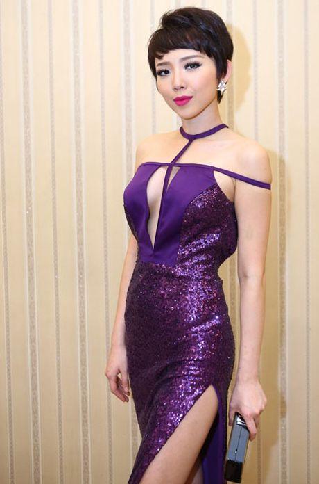 Khoe vong 1 'khung' khong noi y, kho co nguoi vuot duoc Toc Tien - Anh 1