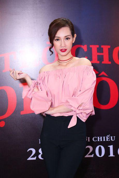 MC Quynh Chi dien do goi cam den xem phim kinh di - Anh 1