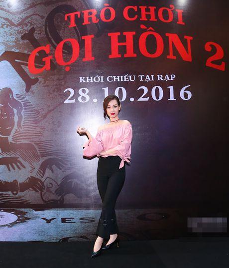MC Quynh Chi dien do goi cam den xem phim kinh di - Anh 2