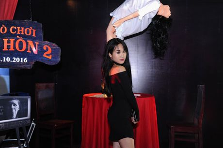 MC Quynh Chi dien do goi cam den xem phim kinh di - Anh 5