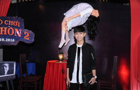 MC Quynh Chi dien do goi cam den xem phim kinh di - Anh 7