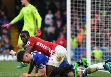 Xac nhan: Man United mat Eric Bailly den 2 thang - Anh 1