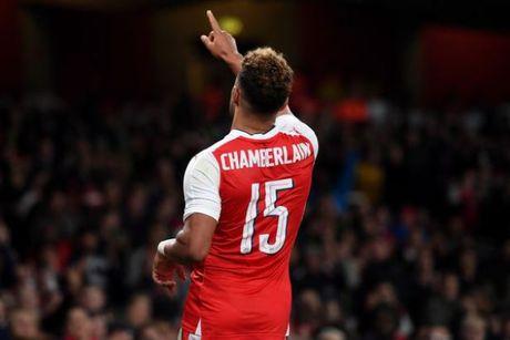 5 diem nhan sau tran Arsenal 2-0 Reading: Ac mong mang ten Phao thu - Anh 2