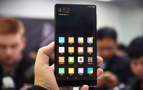 Smartphone Mi MIX co man hinh tran vien doc dao - Anh 1