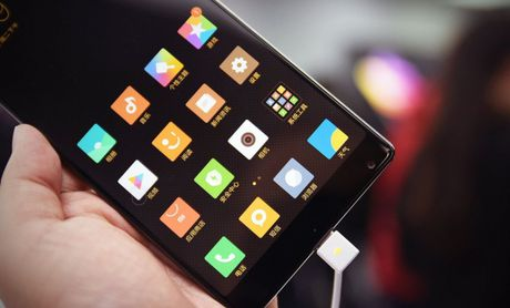 Smartphone Mi MIX co man hinh tran vien doc dao - Anh 3