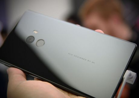 Smartphone Mi MIX co man hinh tran vien doc dao - Anh 9
